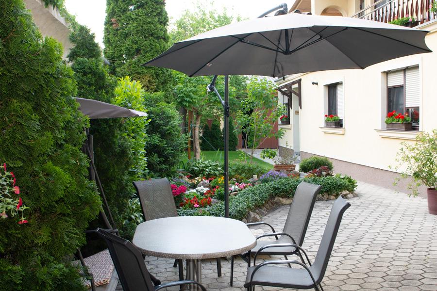Blumenhof Wegleitner Sitzgruppe Garten