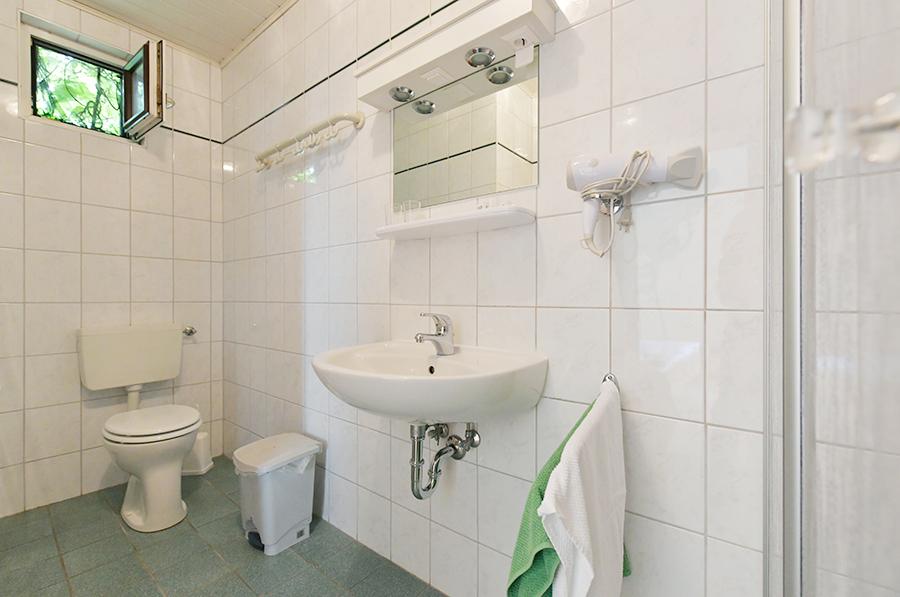 Badezimmer am Blumenhof Wegleitner