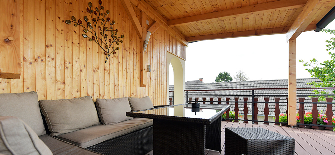 Slide Terrasse Blumenhof Wegleitner
