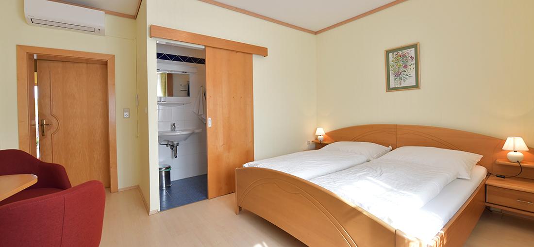 Slide Zimmer Blumenhof Wegleitner